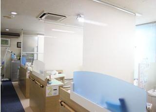 診療室内は仕切りがあり、他の患者さんの目線が気になりません。