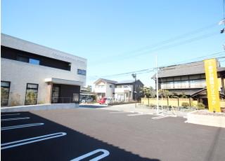 お車でご来院の際は、医院前の駐車場をご利用下さい。