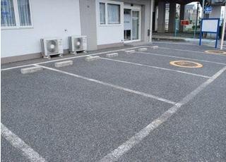 4台分の駐車場がありますのでお車でもお気軽にお越しください。