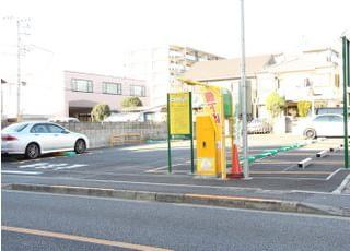 お車でお越しの方は、提携おります駐車スペースをお使いください。