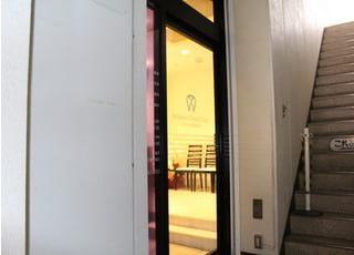 当院は嘉山ビル2階にあります。