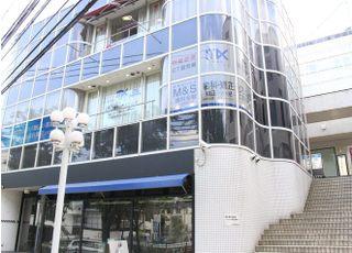 お車でお越しの際は、医院向かいのikari芦屋店の駐車場をご利用ください。
