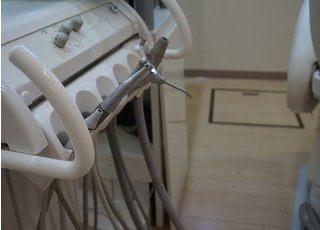 院内には歯科技工室を設置し、スピーディーな対応を心がけています。
