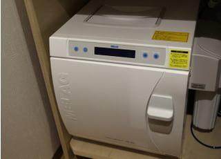 滅菌器を活用して滅菌処理を行うことで、衛生管理を徹底しております。