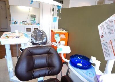 各診療台ごとに間仕切りを設けています。