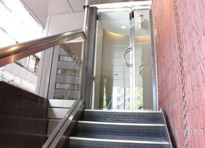 こちらの2階が上條歯科医院です。