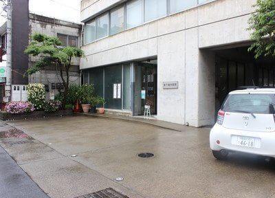 高崎駅西口より徒歩11分です。駐車場もございますので、お車の方も安心してご来院くださいませ。