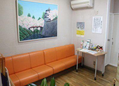 待合スペースです。診療前後は、こちらでおくつろぎくださいませ。