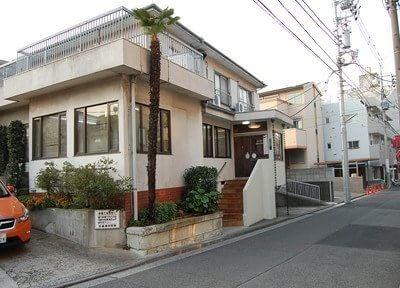 日吉駅から徒歩3分に矢島歯科医院はあります。