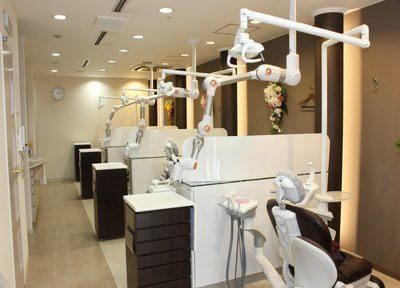 診療室です。パーテーションで仕切られておりますので、プライベートスペースを確保いただけます。