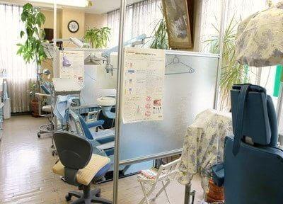 診療室です。パーテーションで仕切られていますので、プライベート空間の確保ができます。