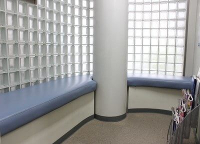 広々とした待合室です。診療前後はこちらでお待ちください。
