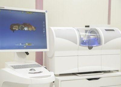 当院では最新医療機器のセレックを導入しております。