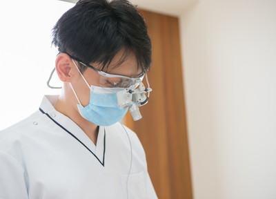 院長の平田 泰久です。皆様が笑顔で過ごせるよう、お口周りのサポートをいたします。
