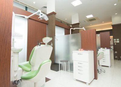 診療チェアはブースごとに分かれております。