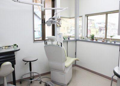 診療チェアから外の景色を見ながら診療を行えます。
