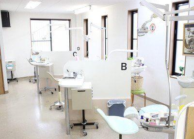 診療室は広々としていて、明るい雰囲気です。