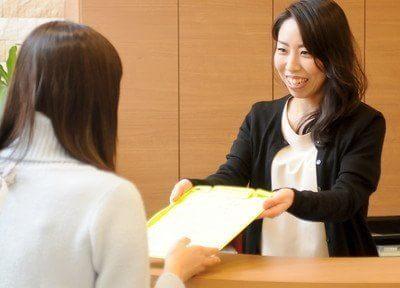 受付スタッフです。皆様を笑顔でお出迎えいたします。