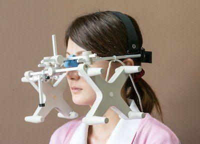 コンピュータ顎運動測定装置を使って、噛む時の顎の動きを調べ、よく噛めるようになる治療をします。