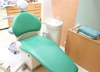 診療ユニットです。パーテーションで仕切ってありますので、周りを気にせず治療に専念していただけます。