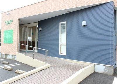 新飯塚駅より、お車で8分です。紺色の建物が、目印です。