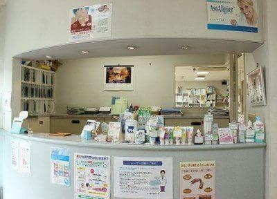 受付では各種歯科用品を販売しています。お求めの際はスタッフまでお声掛けください。