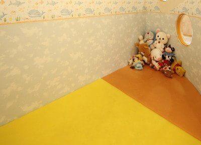 お子様が来院しやすいようにキッズスペースを設けておりますので、ご自由に遊んでください。