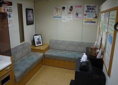 待合室です。院内にはAEDを置いています。