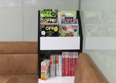 雑誌各種、置いております。待ち時間などに、ご利用くださいませ。