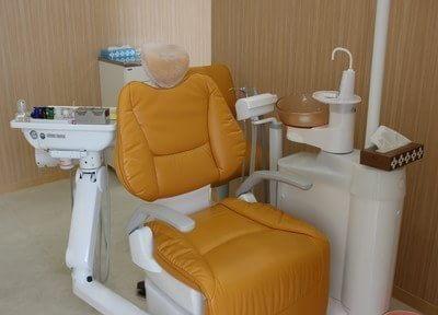 きれいな診療室で半個室なので安心して治療をうけられます。