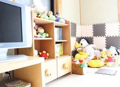 お子さまに人気のキッズルームにはぬいぐるみやテレビがあります。