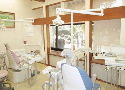 隣の診療チェアと離れているため、快適に診療が受けられます。