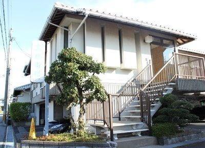 高橋歯科医院は長浜駅から車で10分の場所にあります。駐車場は5台分のスペースをご用意しています。