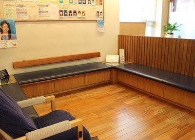 待合室は待ち時間も心がホッとするような、癒しの空間です。