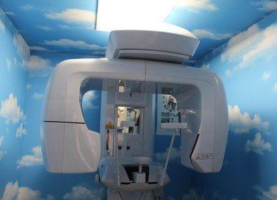 歯科用CTを用いて、検査を行います。
