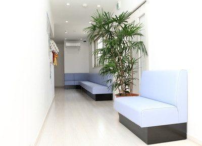 待合室では、歯科医院に居ることを忘れてしまうくらい快適でリラックスして頂けます。