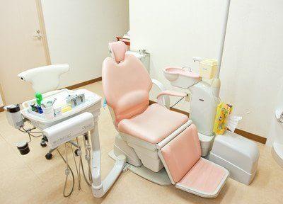 診療チェアです。患者様はこちらで様々な治療を受けていただけます。