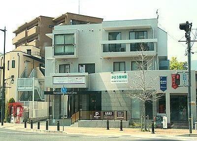松岡歯科の外観です。夙川駅から徒歩3分と駅から近いです。