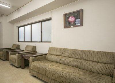 待合室のふかふか椅子に座ってお待ちください。