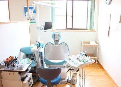 治療用のチェアです。患者様の安全のため、常に清潔に保っています。