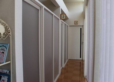 診療室の他にも、手術のできる特別室やホワイトニング、メンテナンスを受けて頂けるCAREルームもあります。