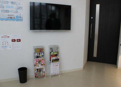 テレビや雑誌をご用意しています。ご覧ください。