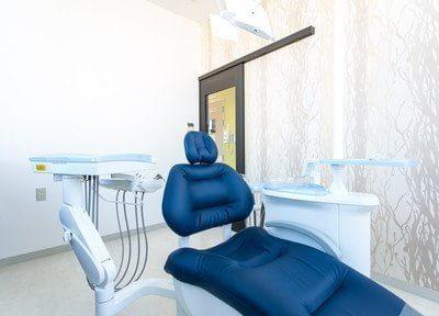当院の診療チェアは座り心地も抜群なのでリラックスして診療を受けていただけます。