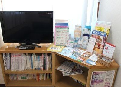 本や雑誌を用意していますので、ご自由にご覧ください。