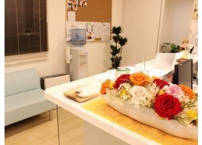 お花などを置いてリラックスできる空間を作っています。