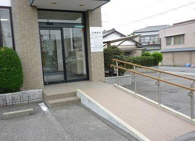 中井歯科医院です。駐車場を完備しています。ご利用ください。