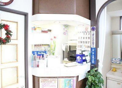 待合室は患者様がリラックスできるように植物を置いています。