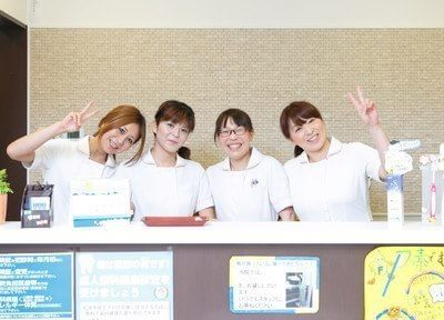 スタッフ集合写真です。笑顔で皆様をお待ちしております。