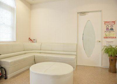 待合室です。診療前後はこちらでお待ち下さい。