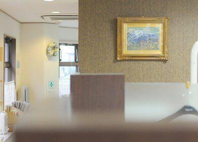 絵画などを飾り、リラックスしていただける空間つくりを心がけております。